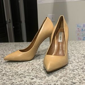 Steve Madden nude leather pointy toe pumps